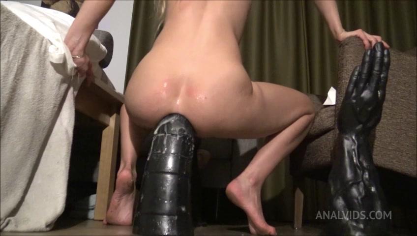 Huge insertion porn